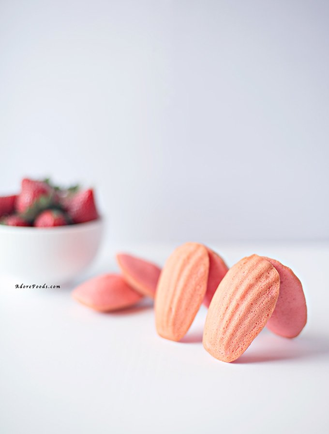 Strawberry Madeleines. Cute, pink, fluffy with soft, sticky bumps and lightly crisp edges #strawberry #madeleines