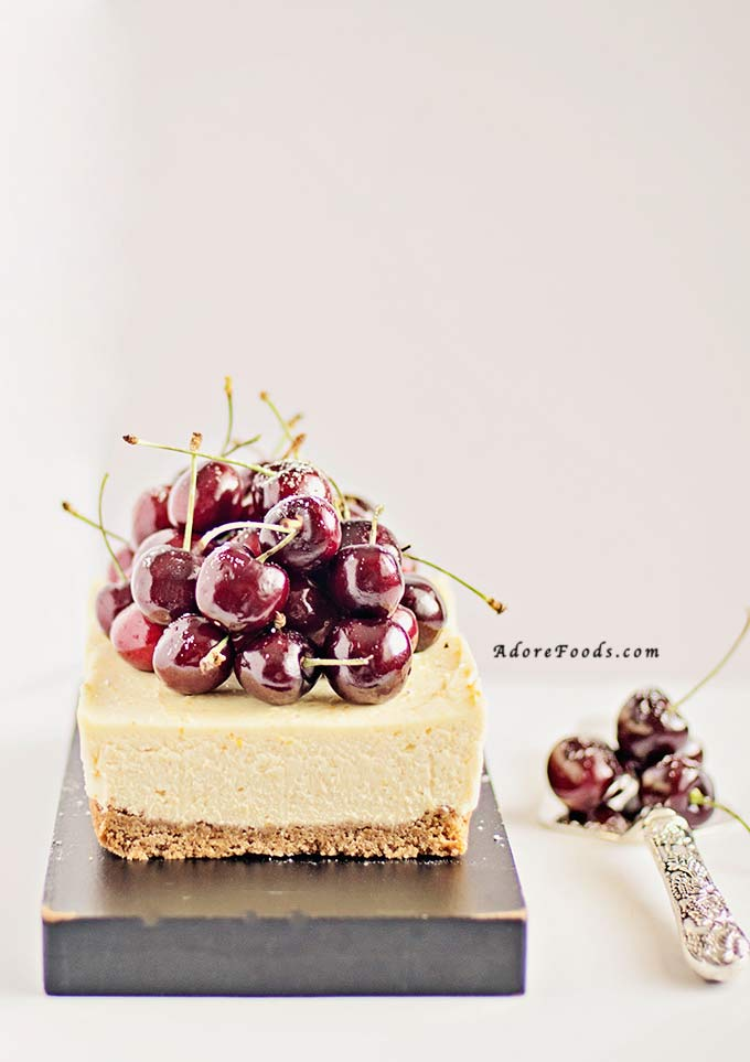 really easy no bake cherry cheesecake with graham cracker crust, mascarpone filling and fresh cherries as topping