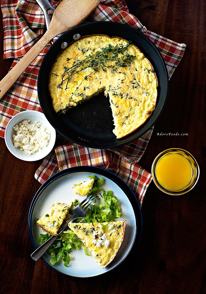 This Baked Zucchini and Corn Frittata is my secret weeknight dinner recipe! Healthy, easy recipe, ready in less than 30 minutes and loaded with fresh zucchini, corn and feta cheese.