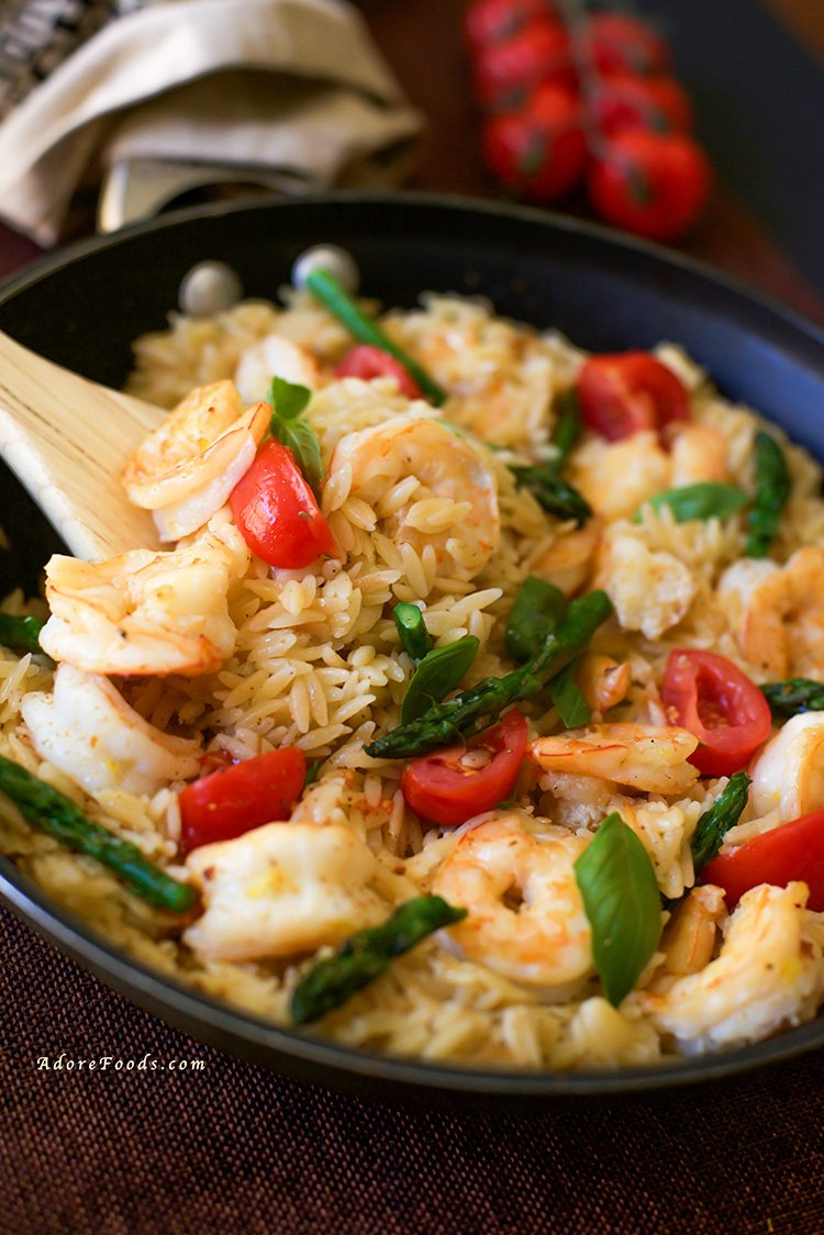 Delicious and easy dinner recipe One Pan Shrimp and Basil Orzo/ Risoni Pasta, ready in just 30 minutes! #onepanrecipe #weeknightdinner #quickdinner