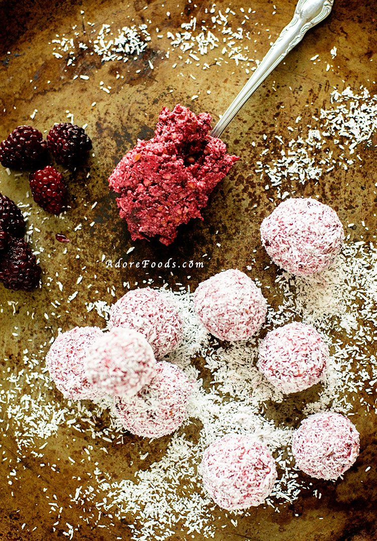 Blackberry Coconut Raw Energy Balls Recipe #rawballs #blissballs #rawbites #rawenergybites